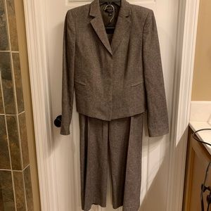 EUC Ann Taylor 2 piece  brown wool pant suit